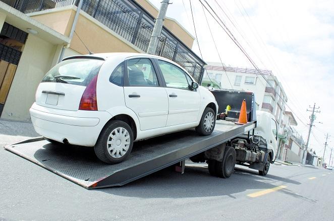 Wichtig: Natürlich muss Ihr Auto den Anhänger später auch ziehen können – schauen Sie daher auf die zulässige Zuglast. Eintragen ist diese in den Papieren zu Ihrem Auto. (#02)
