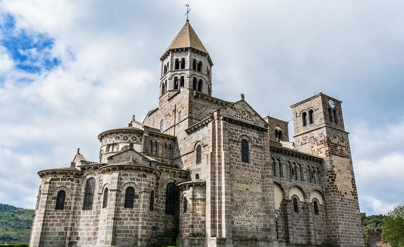 Zunächst ging es durch die Fußgängerzone, welche mit altertümlichen Gebäuden und kleinen Läden gesäumt war. Auch das Welterbe der Menschheit der UNESCO, die Kathedrale Notre Dame du Port musste ich mir wieder ansehen. (#02)