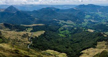 Motorrad Rundfahrt in der französischen Auvergne