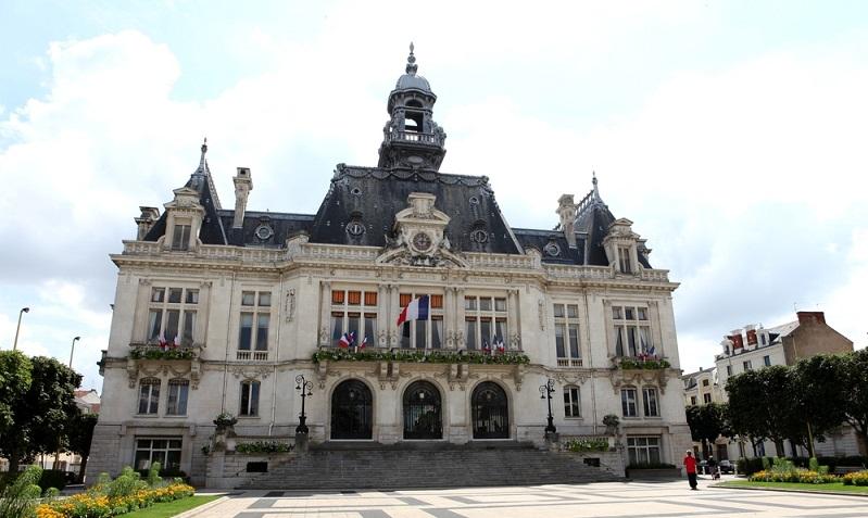 """Die Route ging weiter über die Gebirgskette """"Puy-de-Dome"""" zu der bereits bekannten Stadt """"Vichy"""". (#04)"""