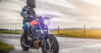 Sicher Motorrad fahren: Die Bremsen checken