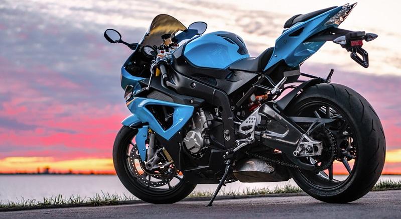Zu den fünf wichtigsten Motorradmarken gehören BMW, Kawasaki, Yamaha, Honda und die legendäre Harley-Davidson. Die leistungsstarken und sportlichen Bikes kommen bei den längeren Wochenendtouren zum Einsatz, während etwas kleinere Maschinen auch im Alltag und in der Stadt gefahren werden. (#04)