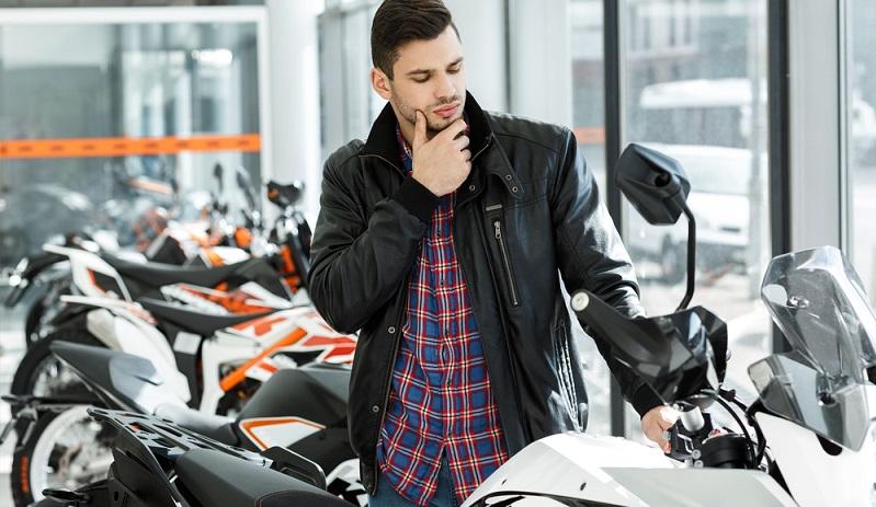 Typischerweise sind die japanischen Motorradmarken zu günstigen Preisen erhältlich und gelten trotzdem als beständig. Das macht sie bei den Einsteigern sehr beliebt. (#02)