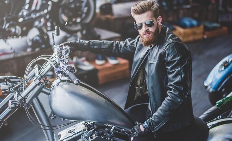 Den Kauf eines Pkw oder Motorrads zu finanzieren, ist kein ungewöhnliches Unterfangen. (Fotolizenz-Shutterstock: _4 PM production)