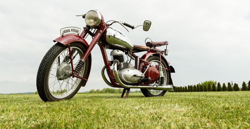 Wer sich einen Oldtimer anschafft, sollte die Kosten für die Versicherung nicht scheuen.( Foto: Shutterstock-Nadezda Murmakova  )