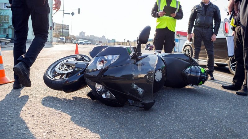 Die Motorradsaison beginnt und leider geschehen dann auch wieder schlimme Unfälle. (Foto: Shutterstock-Godlikeart  )