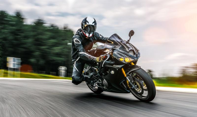 Saisonkennzeichen oder das Motorrad das ganze Jahr anmelden? (Foto: Shutterstock-Alexander Kirch _)