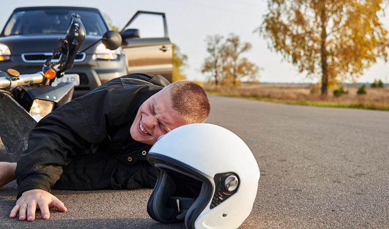 Es geht nicht immer nur ums Motorrad, auch Verletzungen passieren. ( Foto: Shutterstock-osobystist)